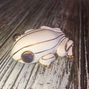 Vintage White & Gold Tone Tree Frog Pin Brooch